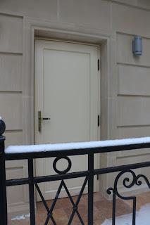 Входная дверь из дерева из Литвы