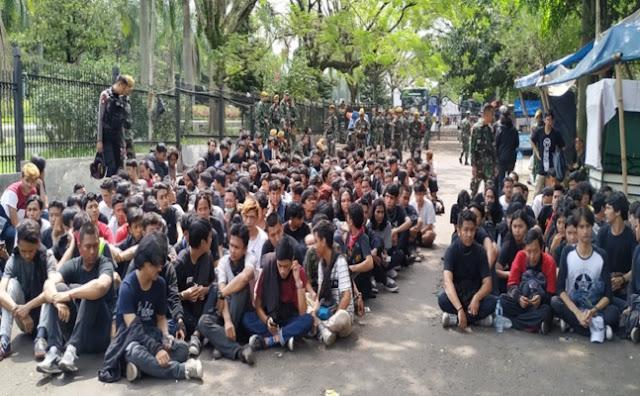 Liput Aksi Ricuh Buruh di Bandung, Hasil Foto Wartawan Tempo Dihapus