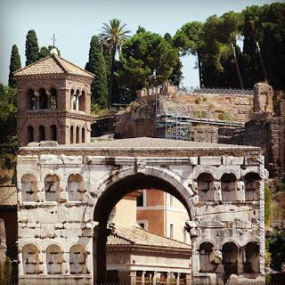 """Arco degli Argentari, ou Arco dos """"Banqueiros"""""""