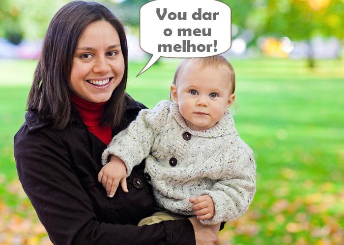 mulher com nenem no colo dizendo que vai dar seu melhor