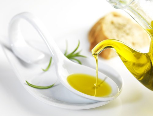Utiliser l'huile d'olive comme démaquillant