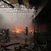 Ugašen požar na Velikoj pijaci u Tuzli; Uplakani i zabrinuti prodavači svjedoče za TIP: 'Svi su vikali požar, požar…Nastala je panika'; ˝Gledaš gori ti sve što imaš, ne možeš ništa, moraš bježati nazad'…Oglasilo se Tužilaštvo TK: 'Utvrđuju se uzroci požara, razmjere i šteta'