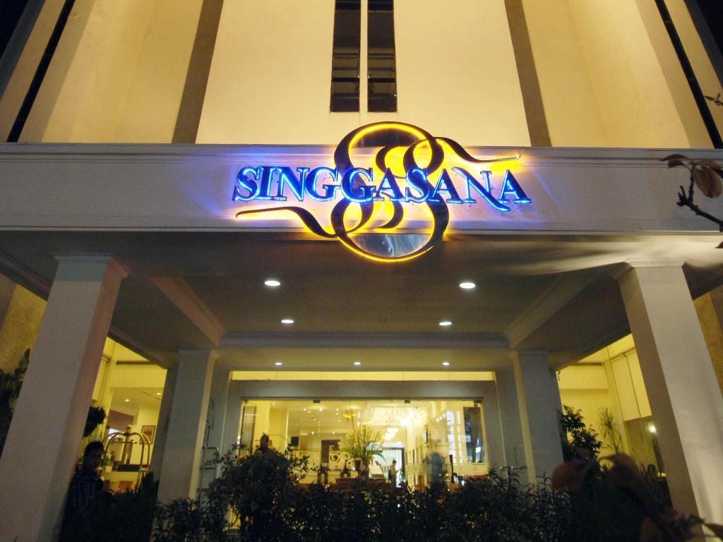 Lokasi Hotel Dekat Dengan Yani Golf Course Bandara Juanda Pusat Perbelanjaan Dan Berlokasi Di Tempat Yang Cukup Strategis Sehingga Akan Memudahkan Dalam