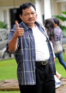 Foto Eeng Saptahadi pemeran Pak Karun