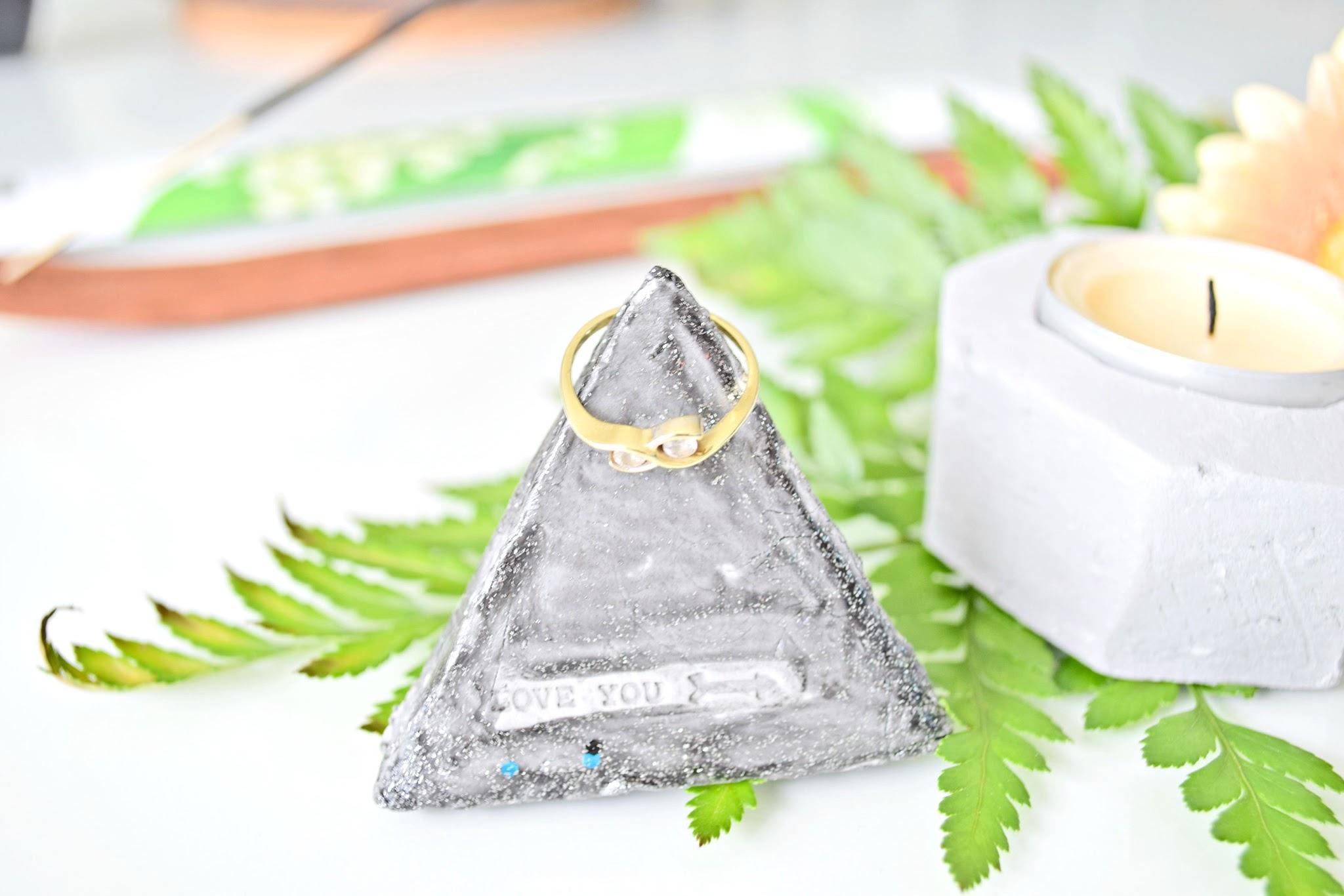 stojak na pierścionki