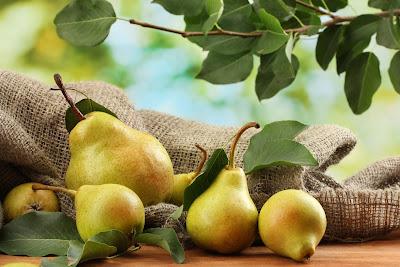 Nashpati (Pear) khane ke fayde. Benefits of Pear in Hindi. नाशपाती खाने के फायदे और लाभ.