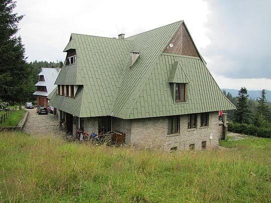 Schronisko PTTK na Przechybie (1175 m n.p.m.).