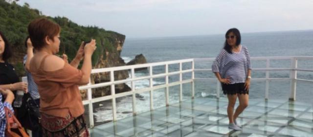 Wisata Teras Kaca Ujung Pantai Selatan
