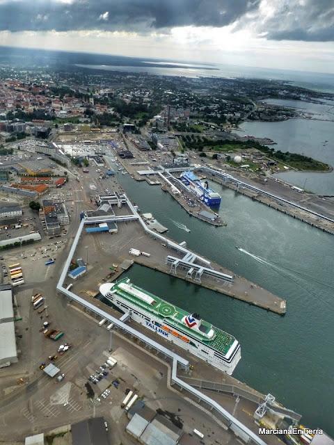Sobrevolando el puerto de Tallin