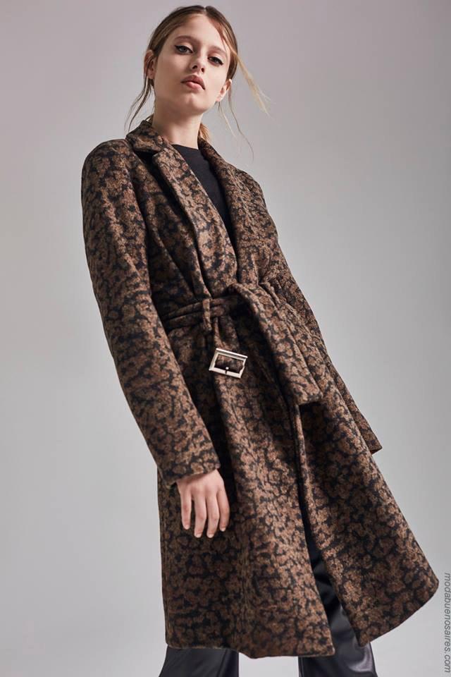 Moda otoño invierno 2019 ropa de mujer elegante y femenina. Abrigos otoño invierno 2019 animal print.