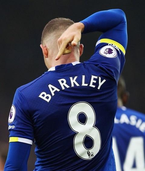 Barkley vinh dự  được khoác lên người chiếc áo số 8