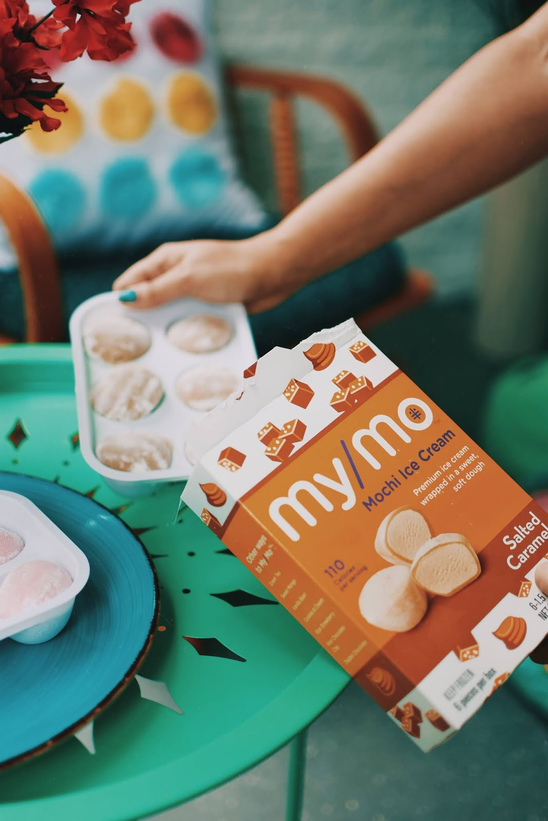 Summertime Snacking with My/Mo Mochi Ice Cream -Mari Estilo-verano 2018-los chuchis-dcblogger-bloggerstyle-couple influencers-bloggers-summer