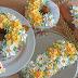 Anleitung Torten zu Ostern mit Cremeblumen dekorieren