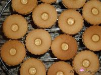 Poniendo la tapa de galletas