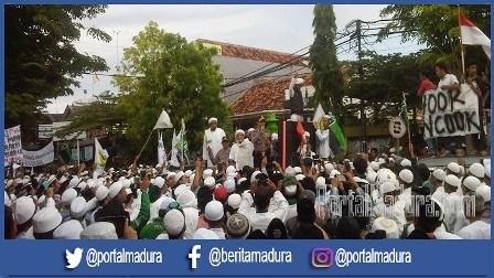 Aksi Bela Quran di Pamekasan, Ribuan Umat Muslim dari 54 Ormas Tumpah ke Jalan Tuntut Ahok Dihukum