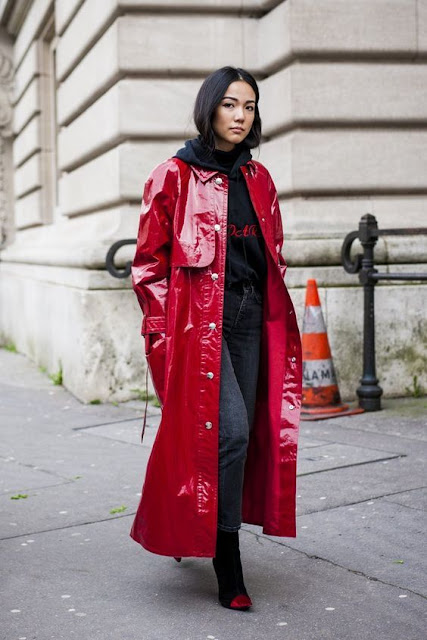 tendenza trench in pvc tendenza trench in vinile trench fluorescente tendenza primavera 2019 mariafelicia magno fashion blogger colorblock by felym fashion blogger italiane flou rain coat spring trend