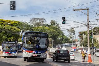 Cotia: Prefeitura instala semáforo em travessia de pedestre, no centro