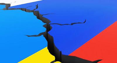 """Порошенко подписал закон о непродлении """"большого договора"""" с Россией"""