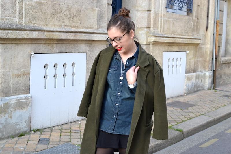 manteau kaki sheinside, chemise en jean von Dutch, jupe noir H&M, collier l'atelier d'amaya