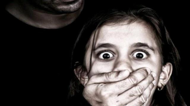 A França aprovou uma lei que liberou a pedofilia?