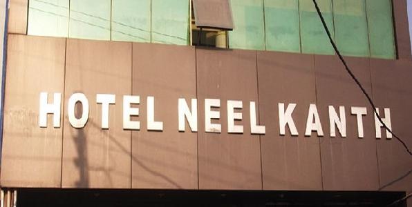 city-magistrate-swasthy-vibhag-aur-police-ne-neelkanth-hotel-me-chaapa-maarkar-kiya-bhandafoad