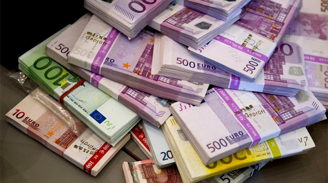 Εννέα εφοριακοί και τελωνειακοί με χιλιάδες αδικαιολόγητα ευρώ