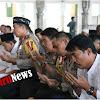 Kapolda Umar Sholat Ashar Bersama Personel Resort Maros di Masjid Agung