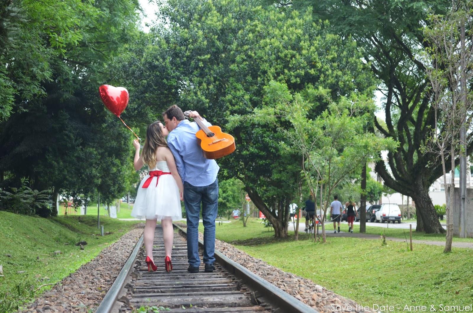 e-session-save-the-date-violao-linha-trem-balao-coração