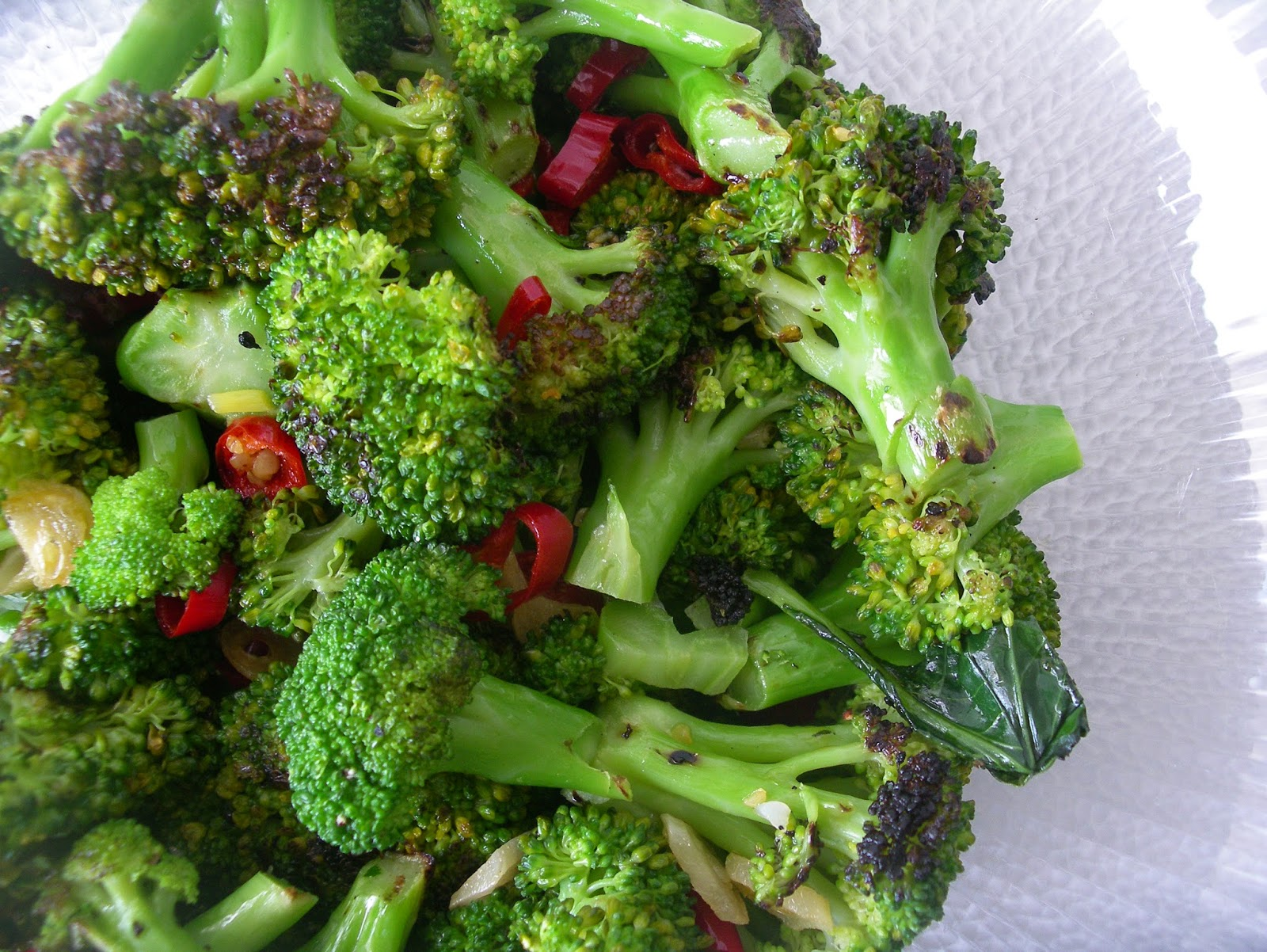 Grilled broccoli with chile and garlic
