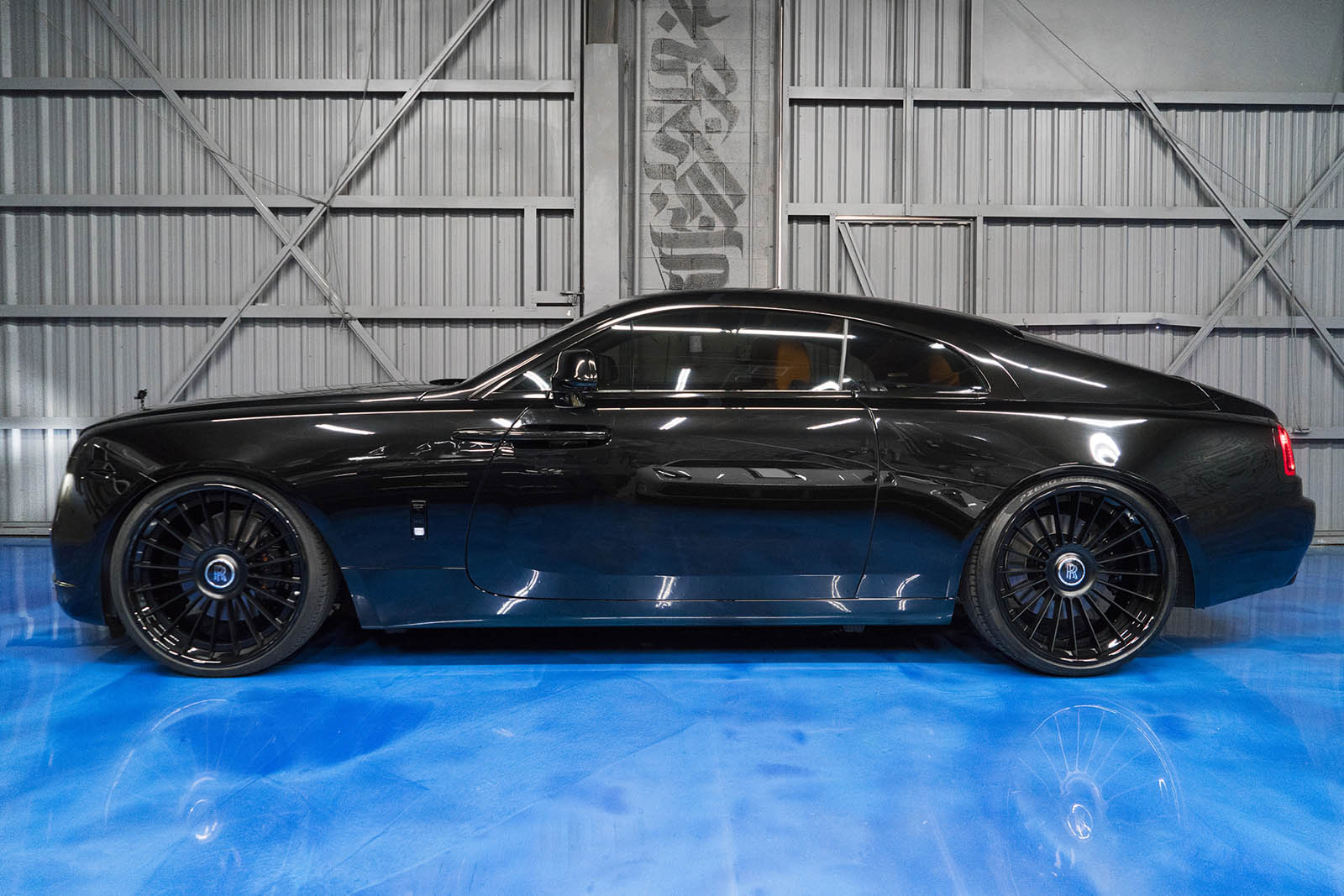 Pirelli P Zero Nero >> Murdered-Out Rolls-Royce Wraith Keeps The Party On The ...