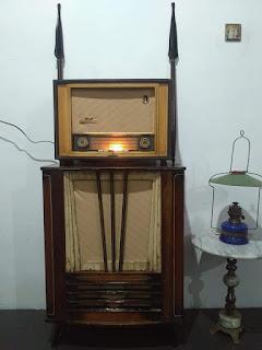 Radio tabung merk Siegfried kond mesin (on) orisinil mw , sw
