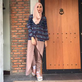 Model Baju Batik Atasan Wanita Muslim Terbaru
