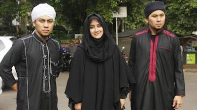 5 Gosip Tak Sedap Yang Menghujani Umi Pipik Setelah Kepergian Suaminya