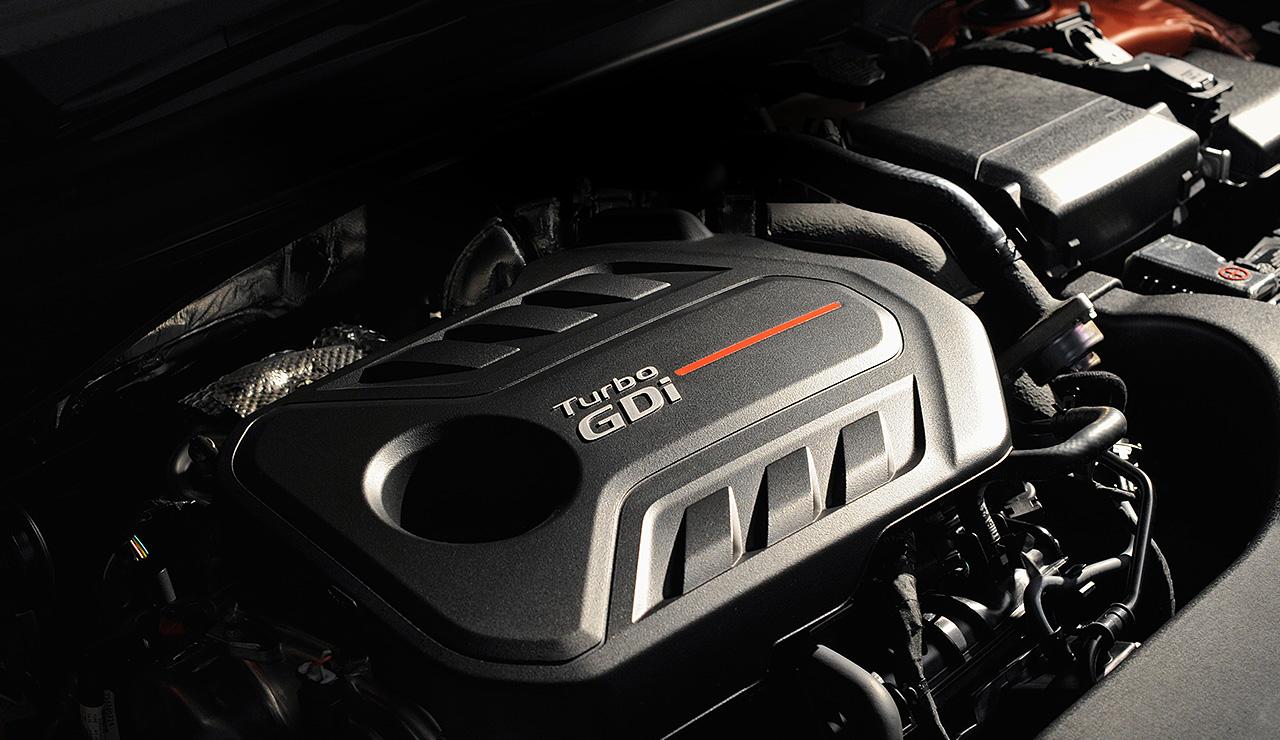 Hyundai Sonata 2016 cơ bản là một chiếc sedan mạnh mẽ như tiết kiệm nhiên liệu