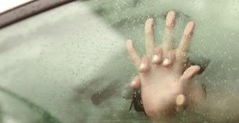 ΣΟΚΑΡΙΣΤΙΚΟ: Έκαναν σ... στο αμάξι μπροστά στο 6χρονο παιδί τους