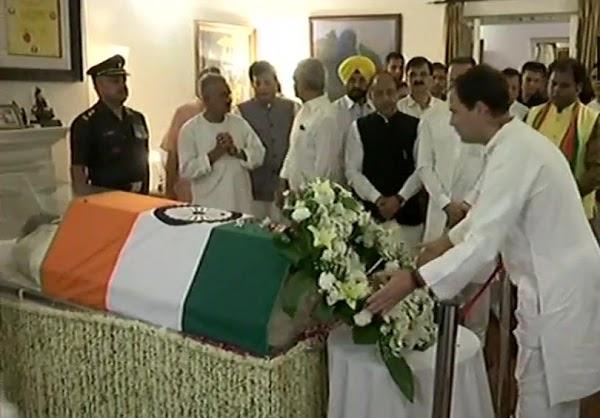 अटल बिहारी वाजपेयी का निधन : राहुल गांधी ने कहा- भारत ने महान सपूत खोया,