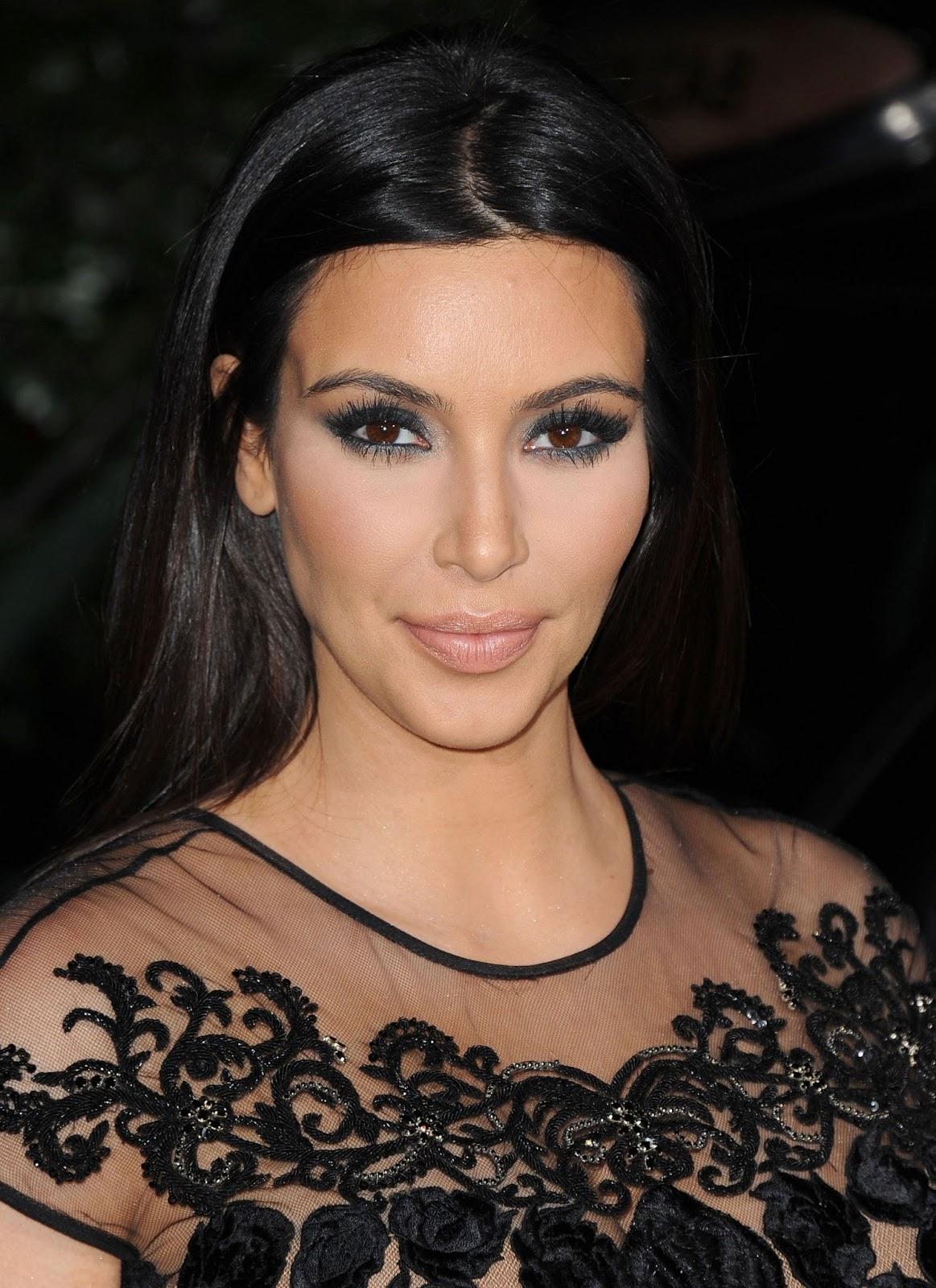 Okno Cumpics: Kim Kardashian