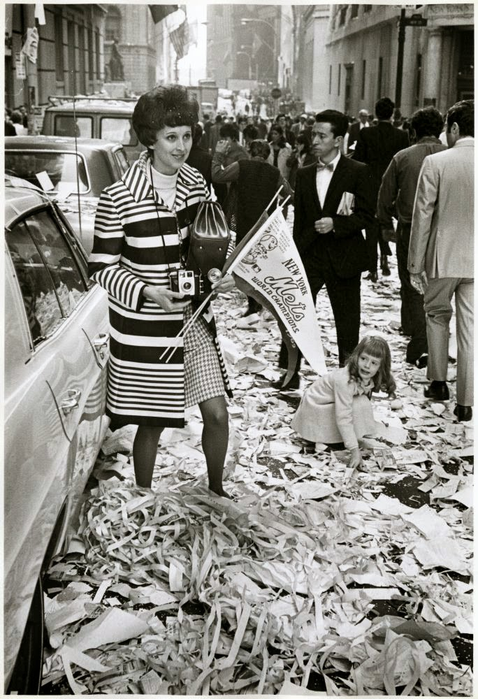 Black and White Photos of Daily Life in New York in the 1960s  vintage everyday