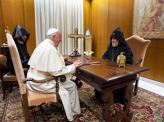 Católicos armenio y el Papa Francisco se reúnen en el Vaticano
