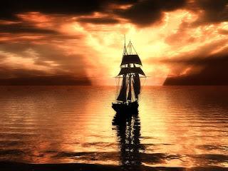 Ιστιοφόρο ταξιδεύει στο ηλιοβασίλεμα