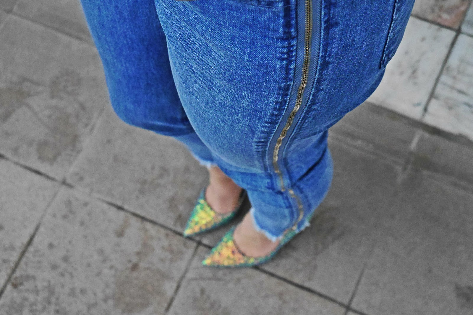 7_blue_biker_jacket_denim_pants_glitter_heels_shoes_karyn_blog_modowy_070118