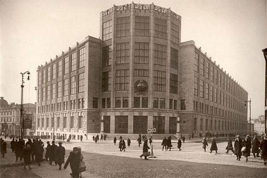Le Central Telegraph, un immeuble historique sur la rue Tverskaya dans le cœur de Moscou, est le lieu choisi pour ce tournoi d'échecs devant désigner le Challenger du championnat du monde