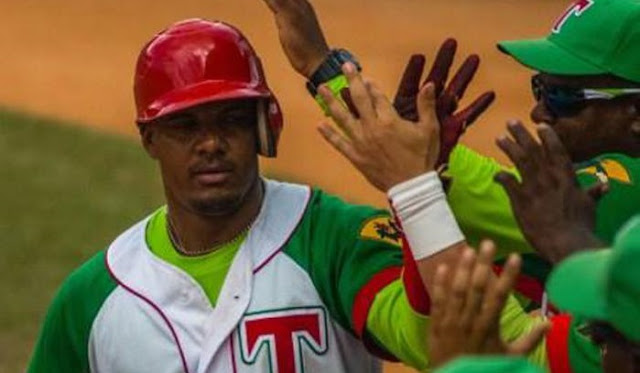 No me cabe la menor duda de que el jugador más mediático de la campaña beisbolera que recién termina es el capitán de los Leñadores Yosvani Alarcón Tardío.
