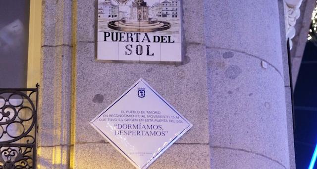 Manuela Carmena recuerda al Movimiento 15M con una placa