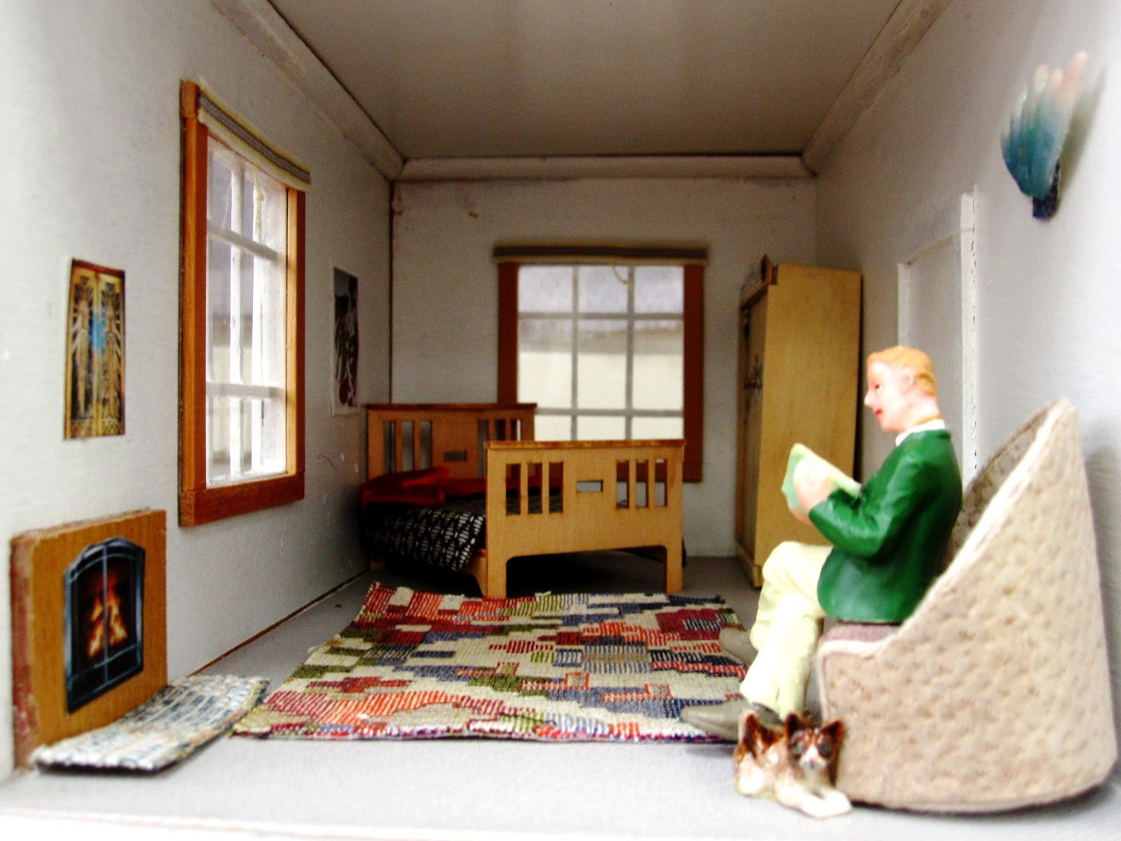 Spare room of an Art Deco moderne-style dolls house by Anne Reid