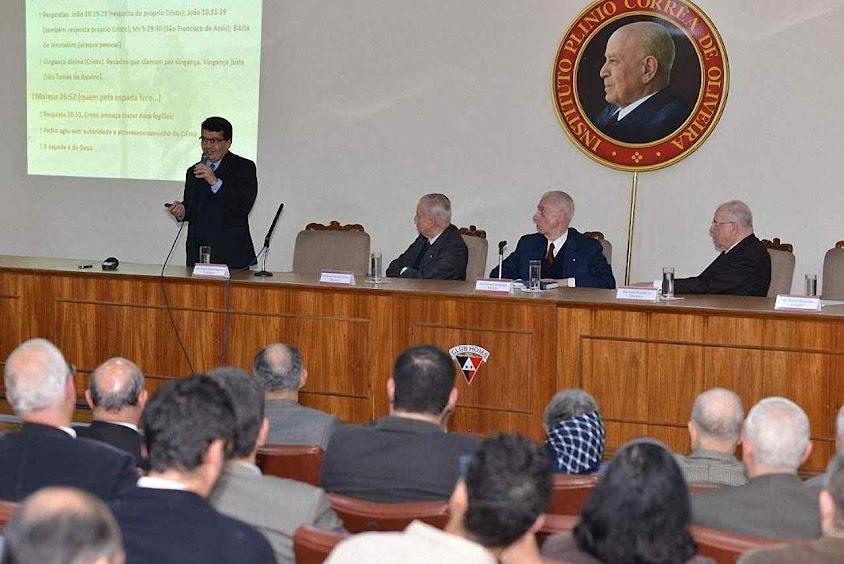 A conferência promovida pelo Instituto Plinio Corrêa de Oliveira