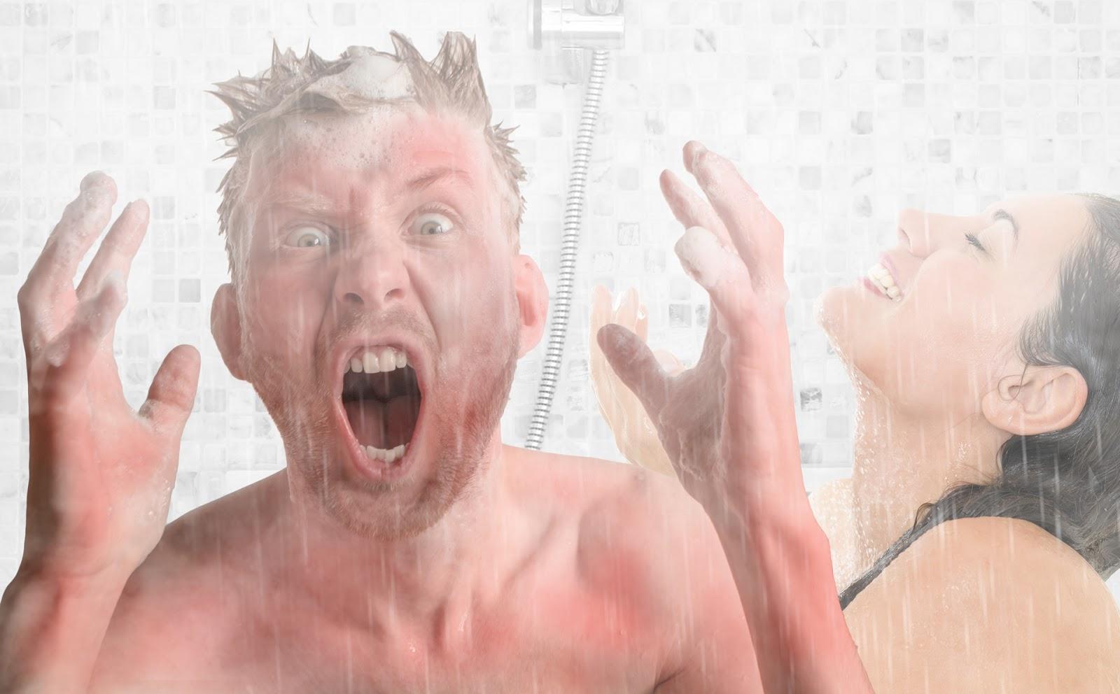 Männer duschen nach dem sport