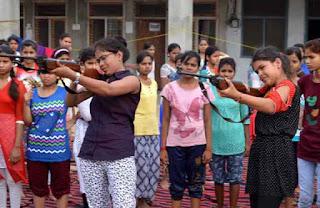 girls-learning-sword-gun
