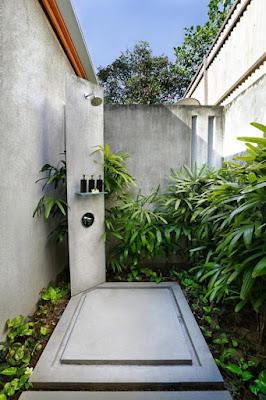 Inspirasi Desain Kamar Mandi Outdoor Bernuansa Alam