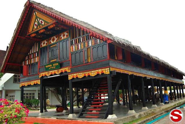 Gambar Rumah Krong Bade Rumah Adat Aceh